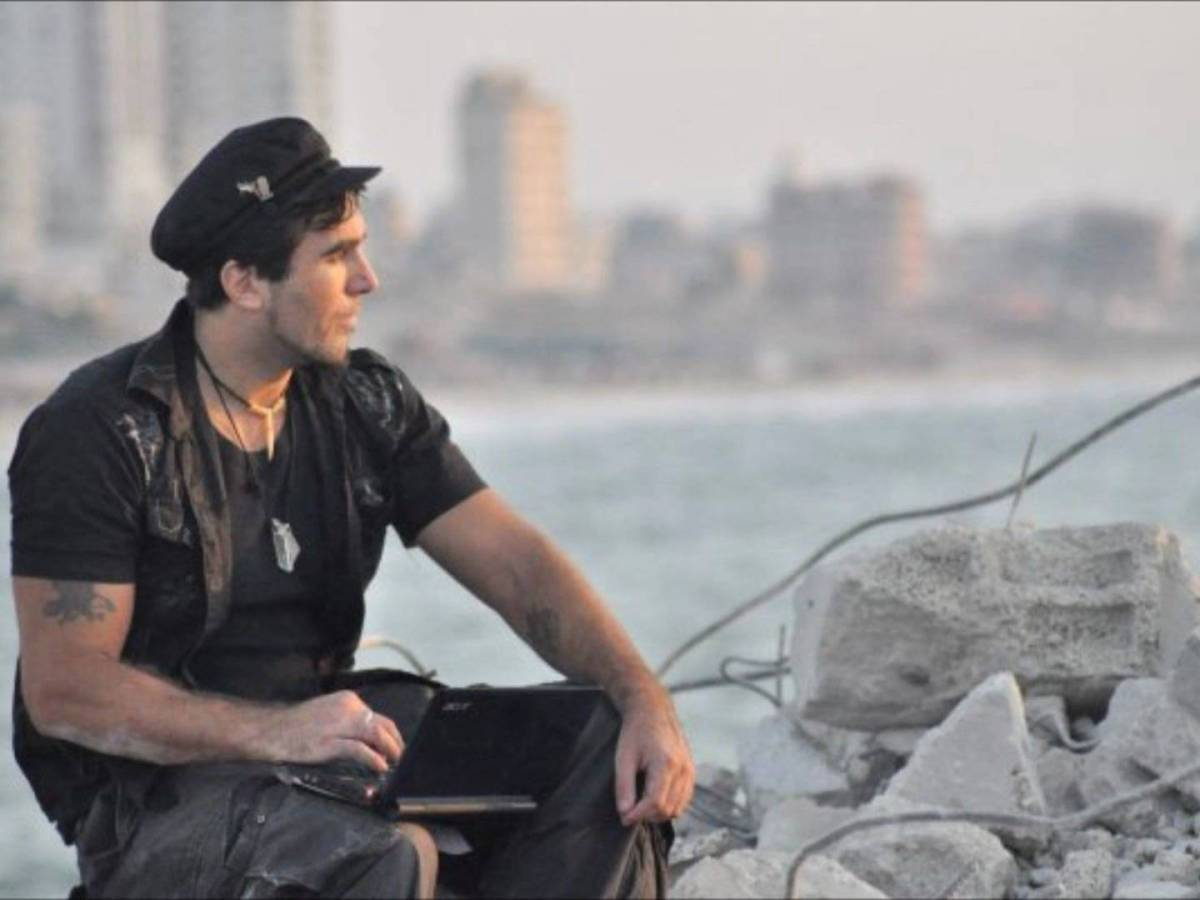 Restiamo umani! (Vittorio Arrigoni, 15 aprile2011)